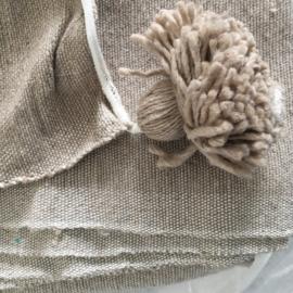 marokkaanse pompom deken in de kleur  sand/licht taupe