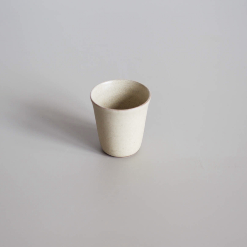 Coffee cup van Studio Ro-Smit, kleur creme