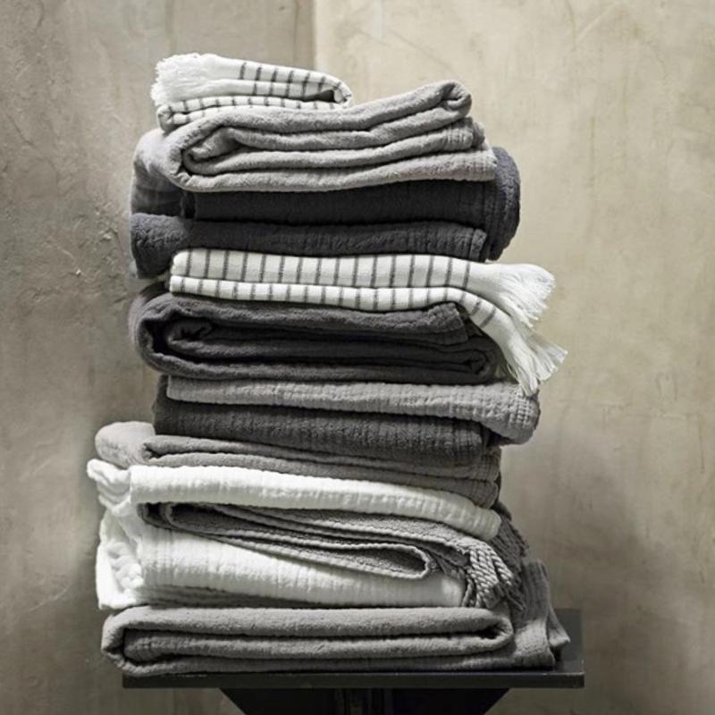prewashed handdoek van Tine K Home in kit-grijs en wit, 50 cm x 100 cm