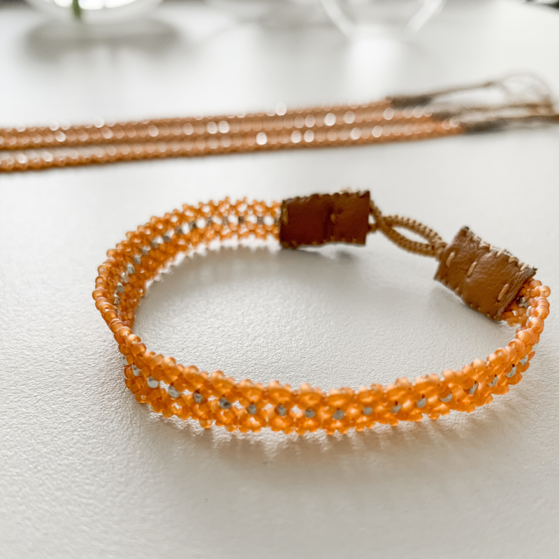 Armband The Silk in kleur caramel van Ibu Jewels