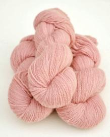 6/2-1201 Gammelrosa på vit ull