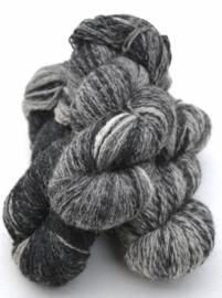 6/2-33 Svart-grå-vit  - Strengen van +/- 90 gram