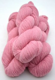 6/3-1111 Rosa på vit ull