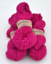 Lovikka - Cerise on white wool 1141