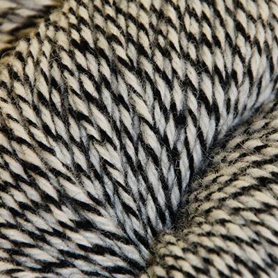 Fjell – Sokkegarn 3, ubleket hvit/svart molinert