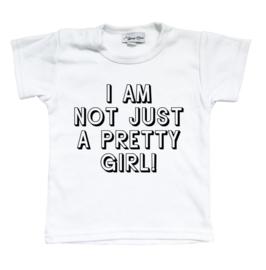 """Shirt """"I am not just a pretty girl""""  (zwart of wit)"""