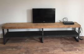 Tv meubel, oude balken, met zwarte inleg