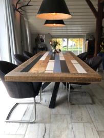 Sloophouten tafel op twistpoot