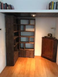 Hoekkast met deurtjes, Steigerhout
