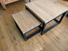Eikenhouten salontafel met stalen frame