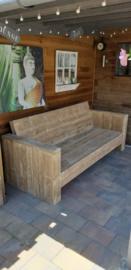 Loungebank van steigerhout met smalle armleuningen