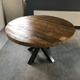 Ronde tafel van oude draagbalken
