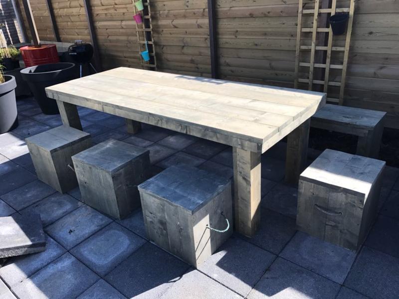 Tafel steigerhout met blokpoten