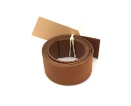 leren plankendrager kleur cuoio met rustiek Eikenhout