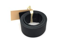 leren plankendrager kleur nero met Eikenhout.