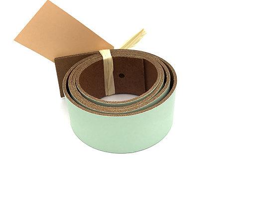 leren plankendrager kleur pistacchio met Eikenhout