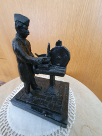 Bronze machine werker