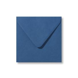 Donker blauwe envelop