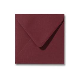 Donker oudroze envelop