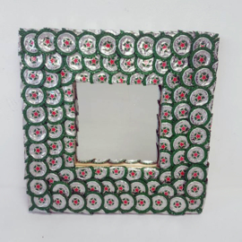 Spiegel van kroonkurken