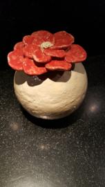 bloembol klein van keramiek uit eigen atelier
