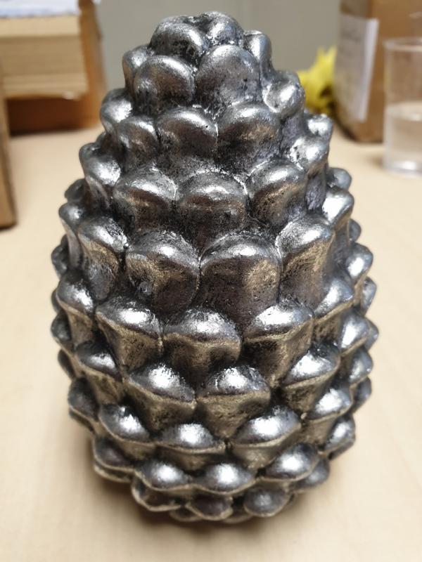 dennenappels keramiek zilver groot
