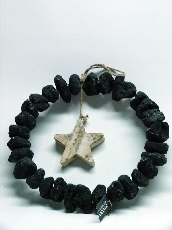 black stone krans met houten ster middel
