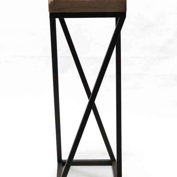 metalen tafeltje met houten blad