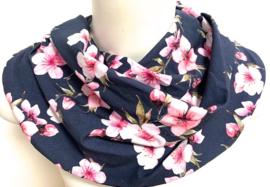 Marineblauw met roze bloemen