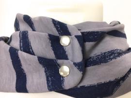 Lichtgrijs met brede blauwe strepen