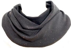 Zwart sjaal met gekleurde spikkeltjes