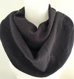 Warme donkerpruim sjaal met een dessin