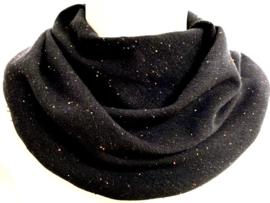 Zwart sjaaltje met gekleurde spikkeltjes