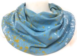 Blauw sjaal met geel en lichte vlekken