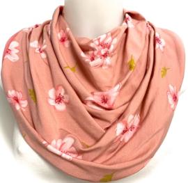 Oudroze sjaal met bloemen