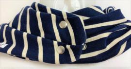Marineblauw sjaal met witte strepen