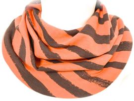 Oranje sjaal met breed bruin streep