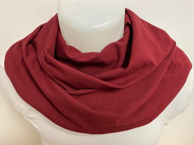 Dieprood sjaal voor overmatig speekselverlies