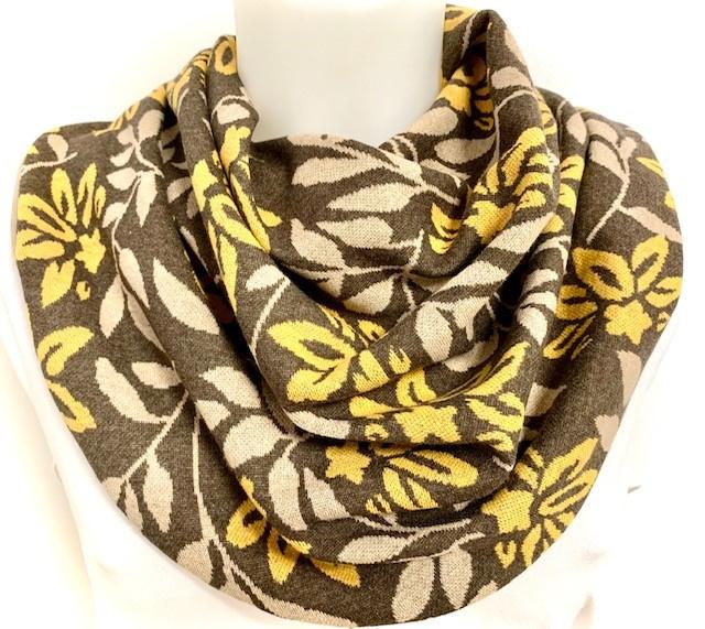Sjaal voor speekselverlies in bruin met herfstbladen