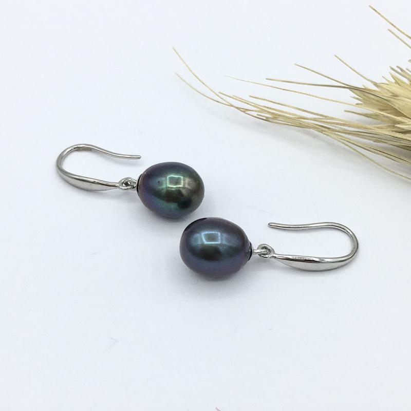 Parel oorbellen zilver met donkerblauwe parel
