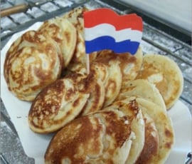 Poffertjeskraam huren -Hollandia met poffertjesbakker 4 uur