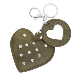 Sleutelhanger met studs in kaki 'Hearts'