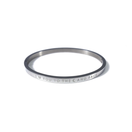Stainless steel bangle in zilver | I LOVE YOU TO THE MOON AND BACK