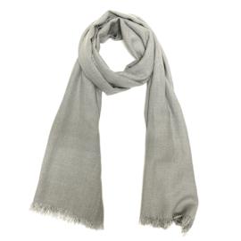 Zachte wintersjaal met lurex in grijs