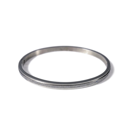 Fiell | Stainless steel bangle in zilver | Glitter Small