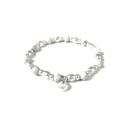 Armbandje met kralen in mat zilverkleur/wit | LOVE