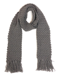 Gehaakte sjaal in grijs