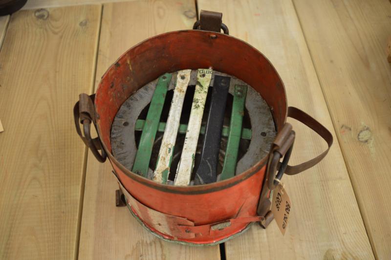 Barbecue oilcan