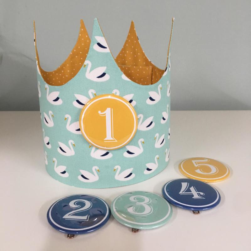 """Verjaardagskroon """"swans mint /ocre fine dots"""""""