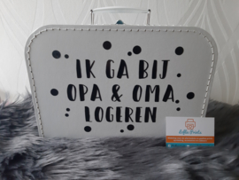 Koffer - 'Logeren opa & oma' (30cm.)